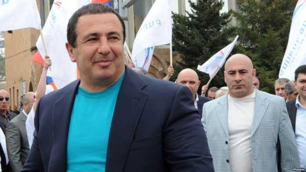 ԱԺ պատգամավոր Գագիկ Ծառուկյանը և իր թիկնազորի պետ Էդուարդ Բաբայանը