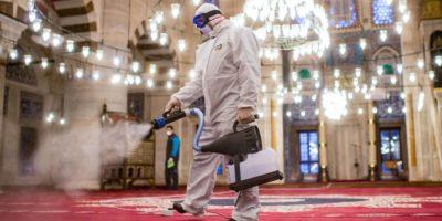 Ստամբուլի Քըլըչ Ալի Փաշա մզկիթի ախտահանումը (AFP)