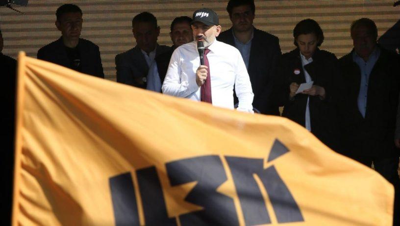 ՀՀ վարչապետ Նիկոլ Փաշինյանը սահանադրական փոփոխությունների հանրաքվեի համար քարոզարշավի ընթացքում, 12 մարտի, 2020թ.։ Լուսանկարը՝ Photolure֊ի